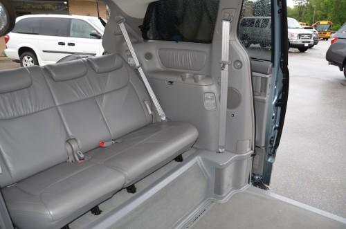 2005 Toyota Sienna XLE Limited Braun Entervan 5S383443 Back Seats