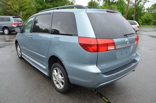 2005 Toyota Sienna XLE Limited Braun Entervan 5S383443 Right rear