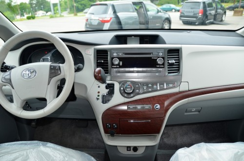 2013 Toyota Sienna VMI Summit Silver VMi New England44