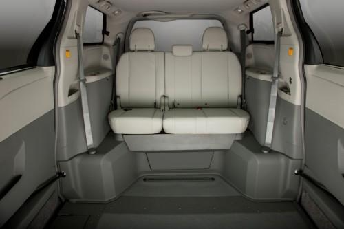 VMiNewEngland Toyota Sienna Northstar  rear seat