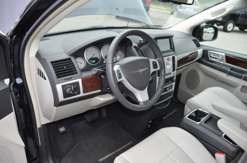 2010 Chrysler T&C No Conversion 2A4RR8DX4AR421854 front interior view