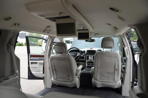 2010 Chrysler T&C No Conversion 2A4RR8DX4AR421854 interior front  view