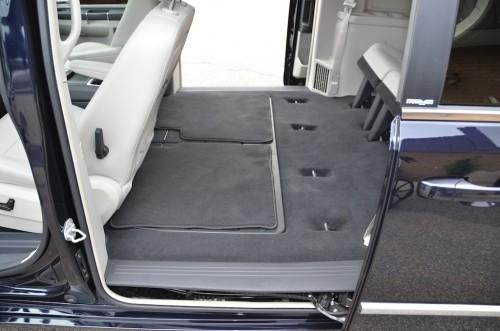 2010 Chrysler T&C No Conversion 2A4RR8DX4AR421854 interior left rear floor view